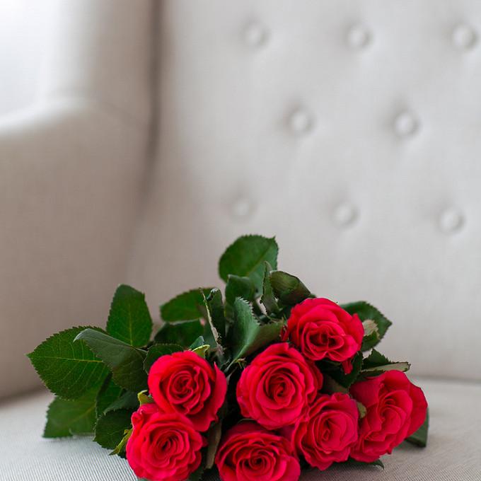 Букет из: роза (ярко-розовый, 40 см) — 7 шт., розовая лента — 1 шт. - Букет малиновых роз