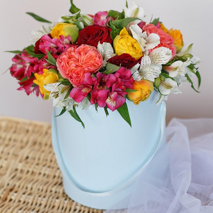 Тюльпан (желтый) — 9 шт., Роза Кения (красный) — 5 шт., Роза пионовидная (персиковый) — 4 шт., Альстромерия (нежно-розовый) — 3 шт., Альстромерия (белый) — 3 ш…