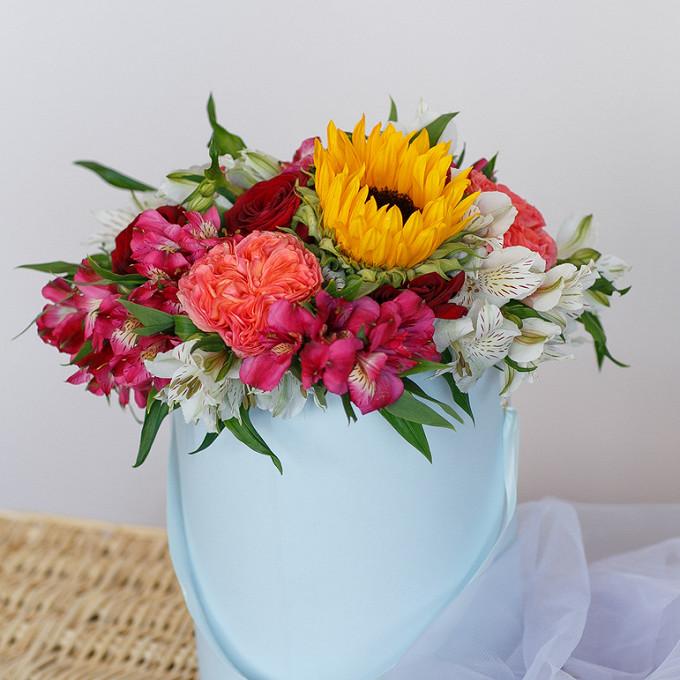 Подсолнух (желтый) — 1 шт., Роза Кения (красный) — 5 шт., Роза пионовидная (персиковый) — 4 шт., Альстромерия (нежно-розовый) — 4 шт., Альстромерия (белый) — 3…