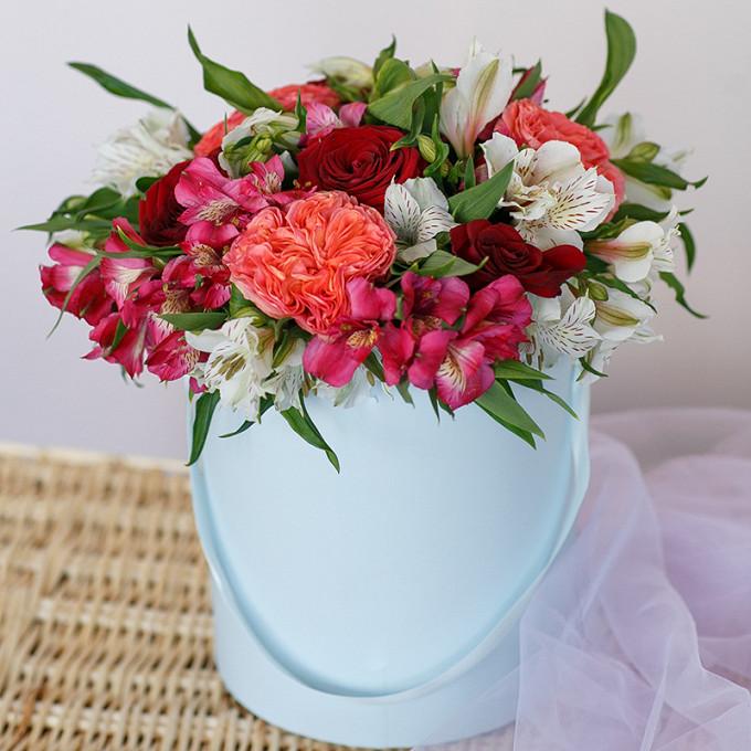 Шляпная коробка с разными розами