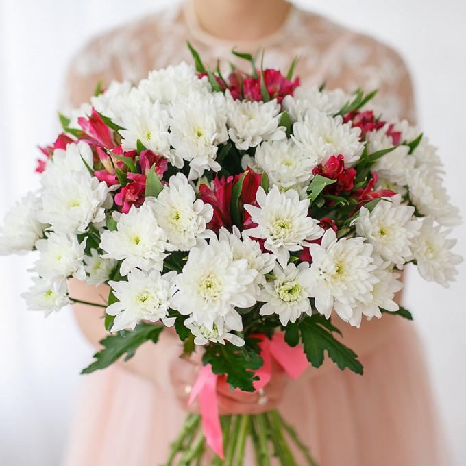 Букет с альстромериями и хризантемами
