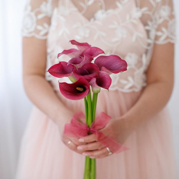 Калла (нежно-розовый) — 7 шт., Розовая лента — 1 шт.