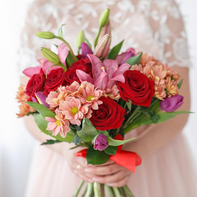 Букет с тюльпанами, лилией, розами