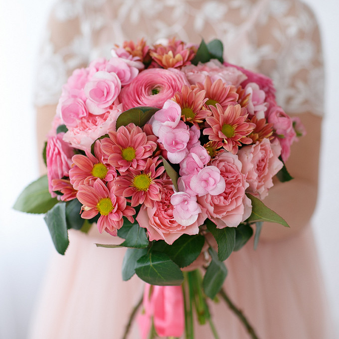 Розовая лента — 1 шт., Удлинитель — 3 шт., Ранункулюс (нежно-розовый) — 5 шт., Гортензия (нежно-розовый) — 3 шт., Роза пионовидная (нежно-розовый) — 3 шт., Хри…