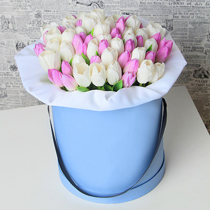 Упаковка Тишью — 1 шт., Пиафлор — 1 шт., Тюльпан (белый) — 25 шт., Тюльпан (нежно-розовый) — 26 шт., Шляпная коробка (средний) — 1 шт.
