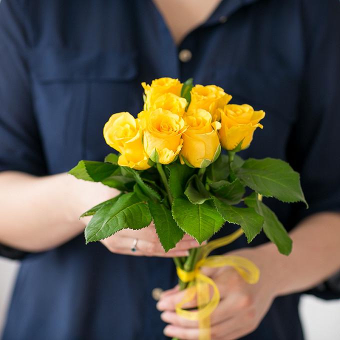 Роза (желтый, 40 см) — 7 шт., Желтая лента — 1 шт.