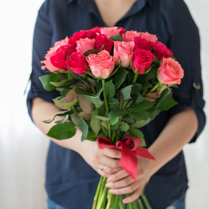Роза (розовый, 40 см) — 10 шт., Роза (малиновый, 40 см) — 11 шт., Розовая лента — 1 шт.
