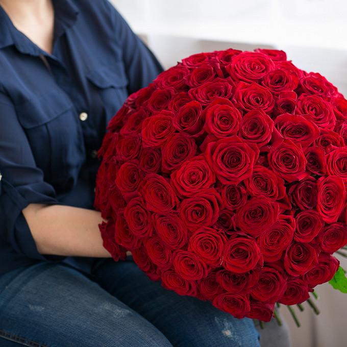 Роза Эквадор (красный, 50 см) — 51 шт., Красная лента — 1 шт.