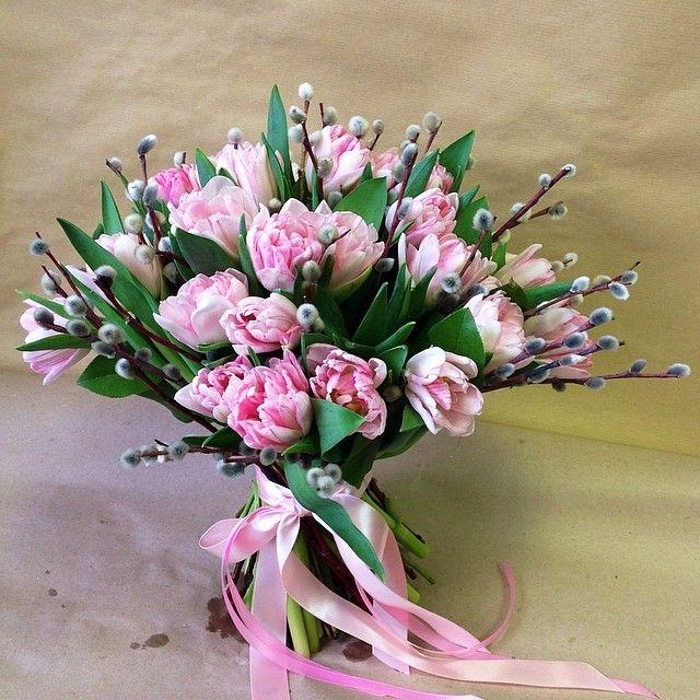 Верба — 7 шт., Салал — 5 шт., Розовая лента — 1 шт., Тюльпан (нежно-розовый) — 25 шт.