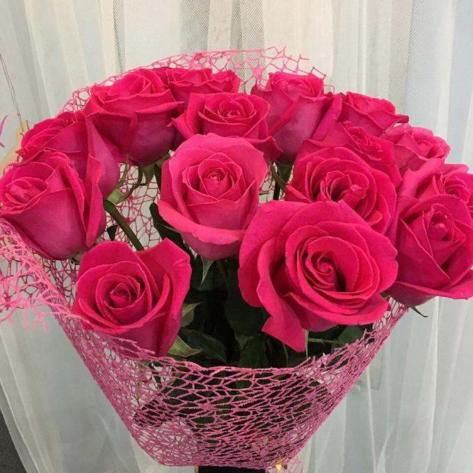 Роза Кения (нежно-розовый, 60 см) — 15 шт., Упаковка Сетка — 1 шт., Розовая лента — 1 шт.