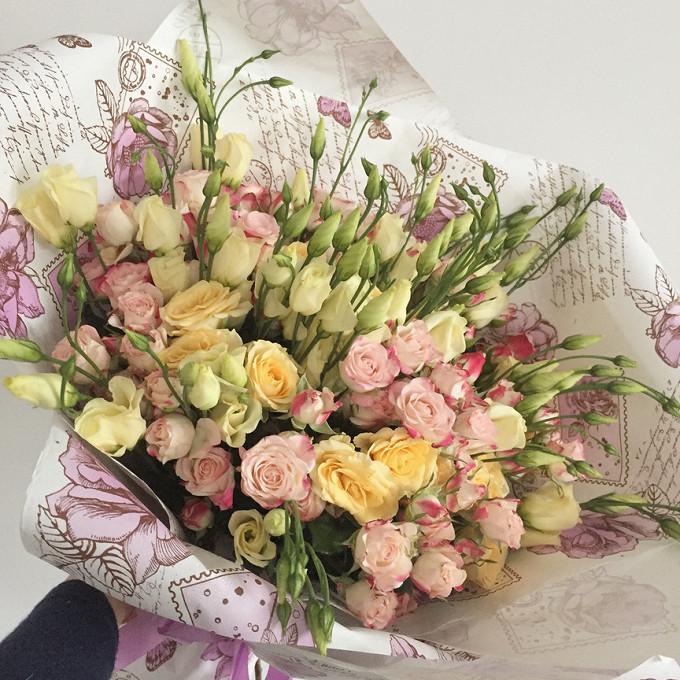Шикарный букет из эустомы и кустовой розы