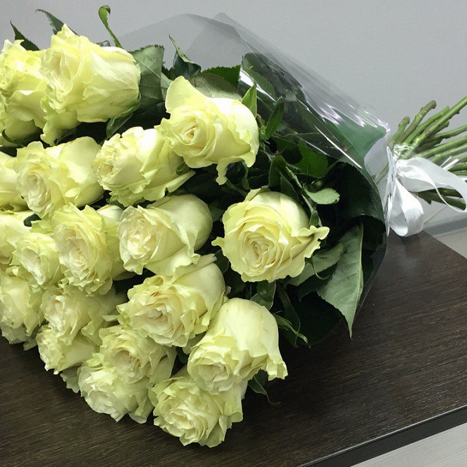 Роза Эквадор (белый, 70 см) — 25 шт., Белая лента — 1 шт., Упаковка Прозрачная пленка — 1 шт.