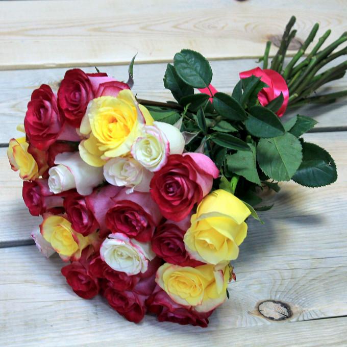 Розовая лента — 1 шт., Роза (малиновый, 50 см) — 9 шт., Роза (желтый, 50 см) — 5 шт., Роза (белый, 50 см) — 7 шт.
