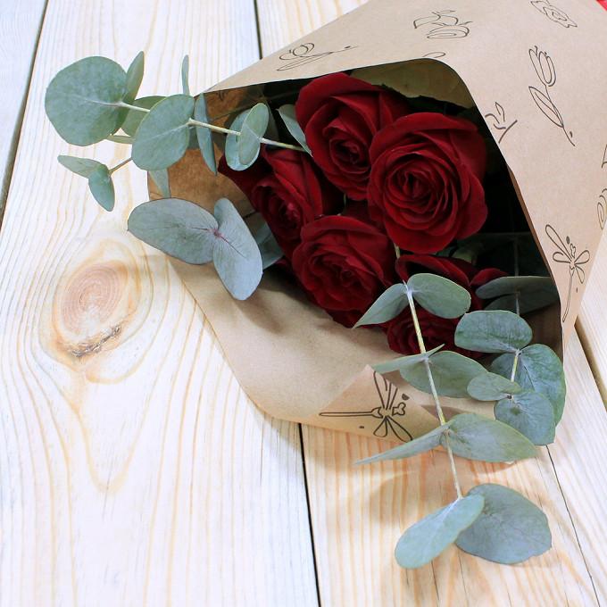 Розы с эвкалиптом