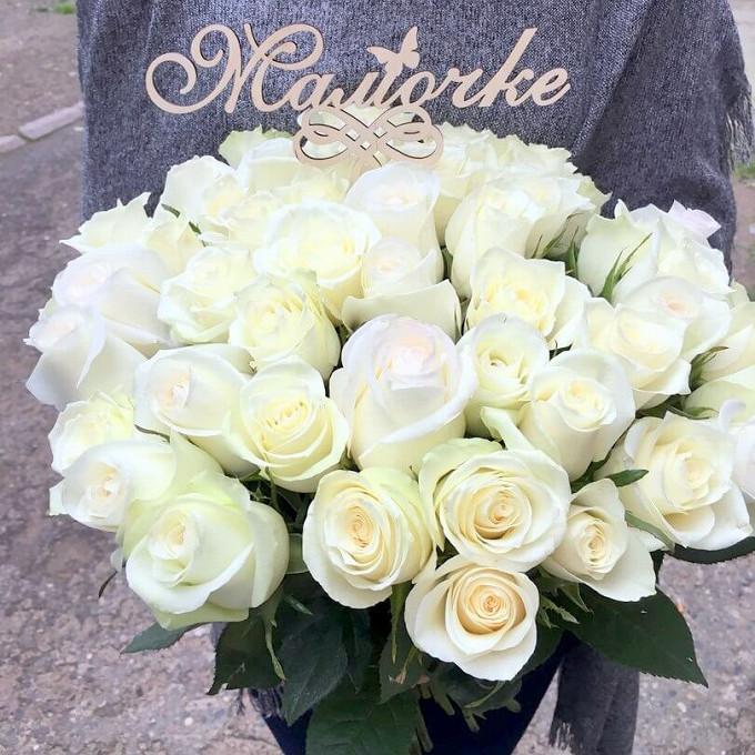 "Топпер ""Мамочке"" — 1 шт., Белая лента — 3 шт., Роза Эквадор (белый, 50 см) — 25 шт."