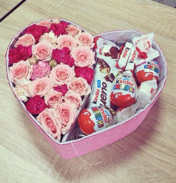 Рафаэлло 1 конфета — 3 шт., Киндер ассорти — 1 шт., Пиофлор — 1 шт., Коробка (сердце, средний) — 1 шт., Роза кустовая (нежно-розовый) — 5 шт., Гвоздика кустова…