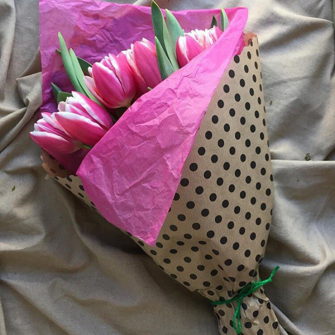 Упаковка Тишью — 1 шт., Лента — 1 шт., Упаковка Крафт-бумага — 1 шт., Тюльпан (нежно-розовый) — 15 шт.