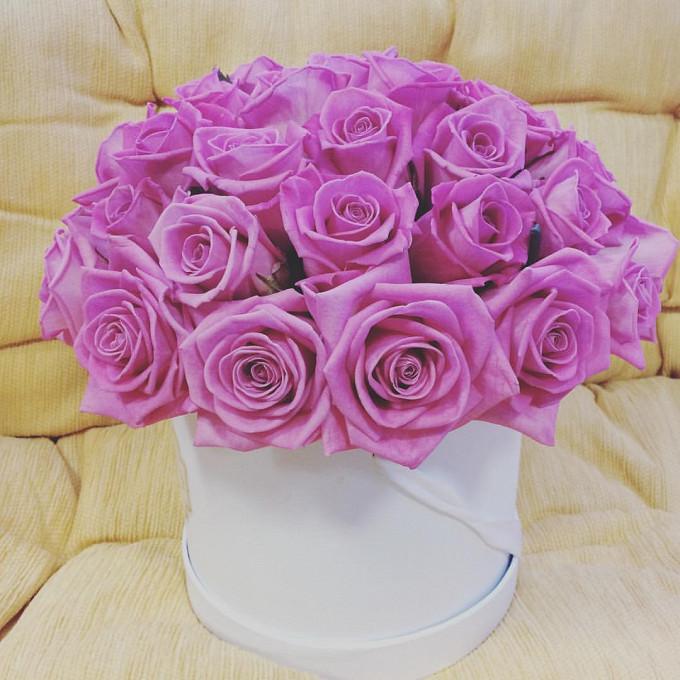 Шляпная коробка (средний) — 1 шт., Пиафлор — 1 шт., Роза (розовый, 50 см) — 35 шт.
