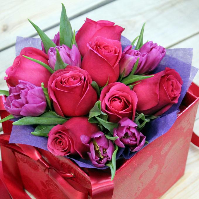 Упаковка Фетр — 1 шт., Пиафлор — 1 шт., Тюльпан (нежно-розовый) — 7 шт., Роза Кения (ярко-розовый) — 7 шт., Шляпная коробка (малый) — 1 шт.