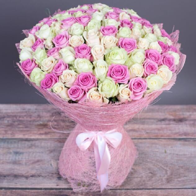 Упаковка Сизаль — 1 шт., Лента атласная — 1 шт., Роза (белый, 60 см) — 51 шт., Роза (розовый, 60 см) — 50 шт.
