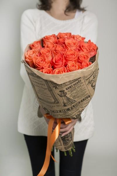 Упаковка Крафт-бумага — 1 шт., Лента атласная — 1 шт., Роза (оранжевый, 50 см) — 21 шт.
