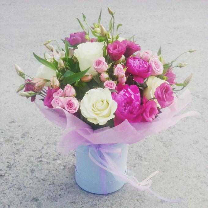 Пион Сара Бернар (нежно-розовый) — 6 шт., Роза Кения (белый) — 11 шт., Лизиантус эквадор (нежно-розовый) — 7 шт., Альстромерия Гарда (нежно-розовый) — 5 шт., Ш…