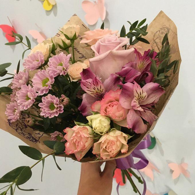 Роза Кения (нежно-розовый, 60 см) — 1 шт., Роза кустовая (нежно-розовый) — 1 шт., Роза кустовая (белый) — 1 шт., Альстромерия (нежно-розовый) — 1 шт., Хризанте…