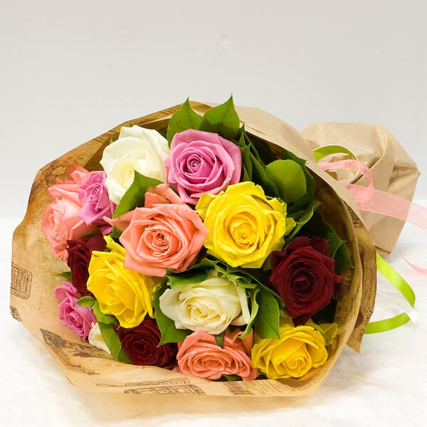 Роза Кения (микс (разных цветов), 50 см) — 15 шт., Лента атласная — 1 шт., Упаковка Крафт-бумага — 1 шт.