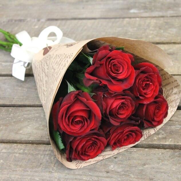 Роза (красный, 40 см) — 7 шт., Упаковка Крафт-бумага — 1 шт., Лента атласная — 1 шт.