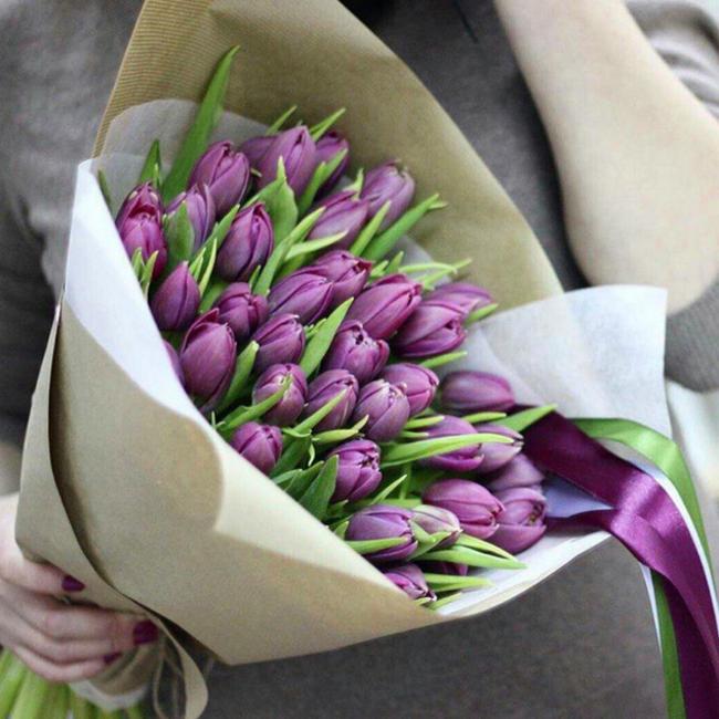 Тюльпан (фиолетовый) — 49 шт., Упаковка Крафт-бумага — 1 шт., Лента атласная — 3 шт., Упаковка Фетр средний — 1 шт.
