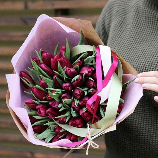 Тюльпан (ярко-розовый) — 49 шт., Упаковка Крафт-бумага — 1 шт., Упаковка Фетр средний — 1 шт., Лента атласная — 3 шт.