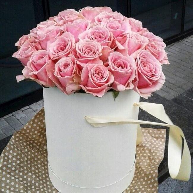 Роза Кения (нежно-розовый) — 35 шт., Шляпная коробка (средний) — 1 шт., Оазис — 2 шт., Лента — 1 шт.