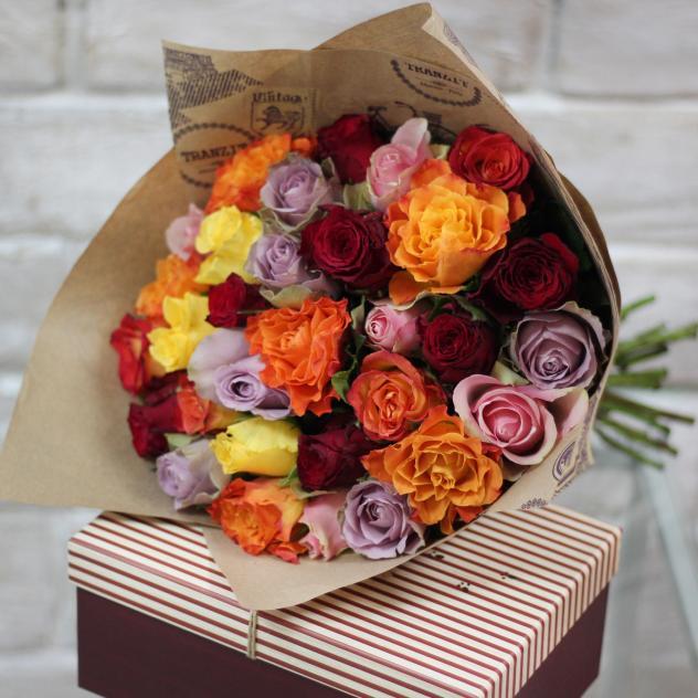 Роза Кения (микс (разных цветов), 50 см) — 31 шт., Лента атласная — 1 шт., Упаковка Крафт-бумага — 1 шт.