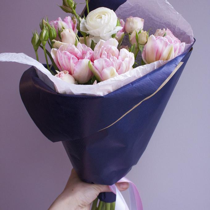 Лента атласная — 1 шт., Упаковка Крафт-бумага — 1 шт., Роза кустовая (нежно-розовый) — 1 шт., Ранункулюс (белый) — 1 шт., Тюльпан (нежно-розовый) — 5 шт.
