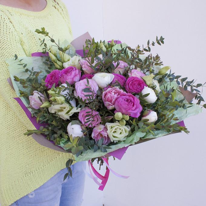 Роза кустовая пионовидная (ярко-розовый) — 2 шт., Тюльпан пионовидный (нежно-розовый) — 4 шт., Пион (белый) — 3 шт., Лизиантус эквадор (белый) — 3 шт., Ранунку…