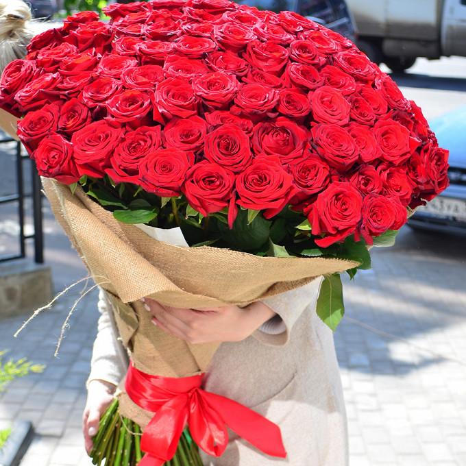Лента — 1 шт., Упаковка Мешковина — 2 шт., Роза (красный, 70 см) — 101 шт.