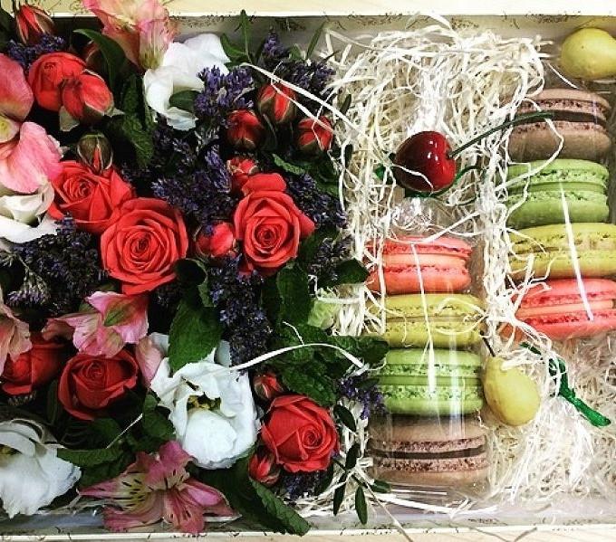 Коробочка с мятой и пирожными Macaron