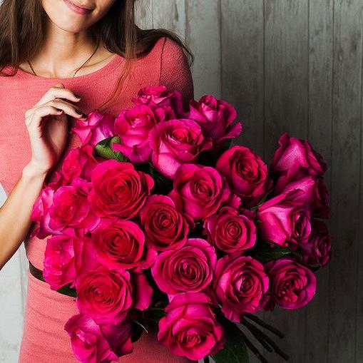 Роза Эквадор (ярко-розовый, 70 см) — 25 шт., Лента атласная — 1 шт.