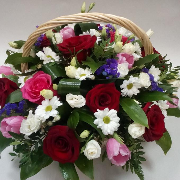 Роза Кения (красный) — 8 шт., Роза Кения (ярко-розовый) — 3 шт., Тюльпан (нежно-розовый) — 7 шт., Хризантема кустовая (белый) — 3 шт., Лизиантус эквадор (белый…
