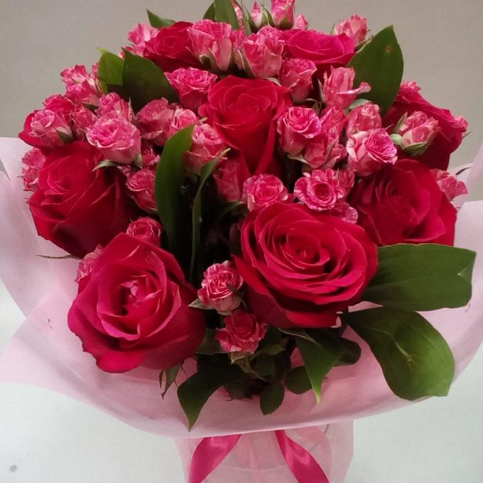Роза Кения (ярко-розовый, 60 см) — 11 шт., Роза кустовая (нежно-розовый) — 10 шт., Рускус — 10 шт., Розовая лента — 1 шт., Упаковка Фетр — 1 шт.