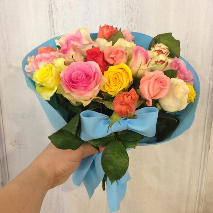 Роза Кения (микс (разных цветов), 40 см) — 19 шт., Лента атласная — 1 шт., Упаковка Крафт-бумага — 1 шт.