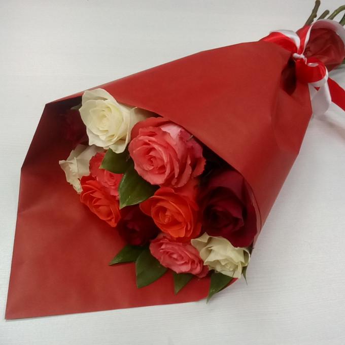 Букет роз в крафт-бумаге