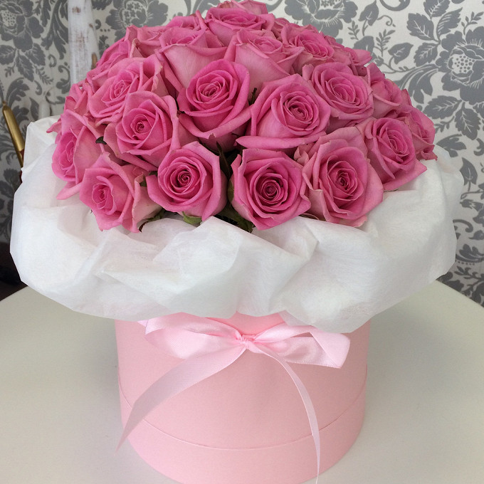 Роза Кения (нежно-розовый) — 39 шт., Оазис — 1 шт., Шляпная коробка (средний) — 1 шт., Лента атласная — 1 шт., Упаковка Фетр — 1 шт.