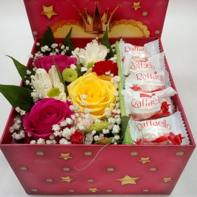 Роза Кения (нежно-розовый) — 2 шт., Роза Кения (желтый) — 1 шт., Гвоздика кустовая (красный) — 1 шт., Хризантема кустовая (белый) — 1 шт., Гипсофила (белый) — …