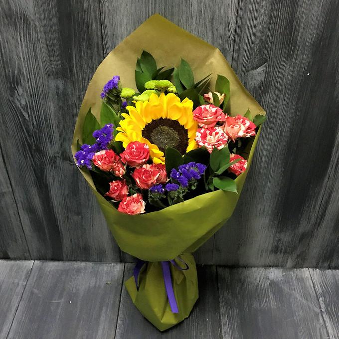 Подсолнух (желтый) — 1 шт., Роза кустовая двухцветная (микс (разных цветов)) — 2 шт., Статица (фиолетовый) — 2 шт., Хризантема кустовая Филин Грин (зеленый) — …