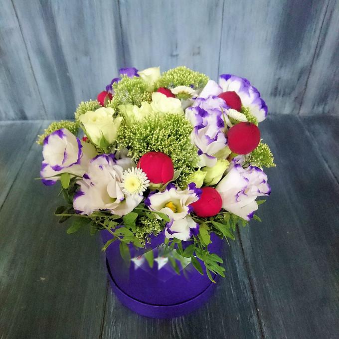 Роза кустовая пионовидная (бордовый) — 5 шт., Трахелиум (белый) — 3 шт., Фисташка — 3 шт., Роза кустовая (белый) — 3 шт., Хризантема кустовая (белый) — 2 шт., …