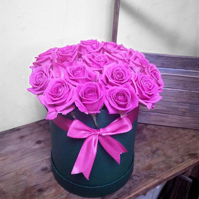 Лента — 2 шт., Оазис — 1 шт., Роза (розовый, 70 см) — 21 шт., Шляпная коробка (большой) — 1 шт.