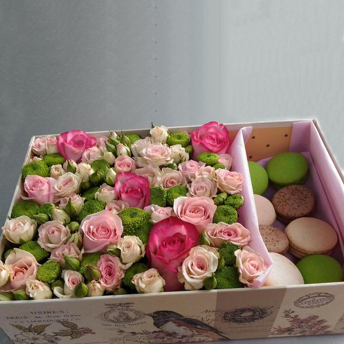 Макаронс 1 шт. — 8 шт., Розовая лента — 5 шт., Оазис — 1 шт., Коробка (прямоугольник, большой) — 1 шт., Хризантема кустовая Филин Грин (зеленый) — 5 шт., Роза …