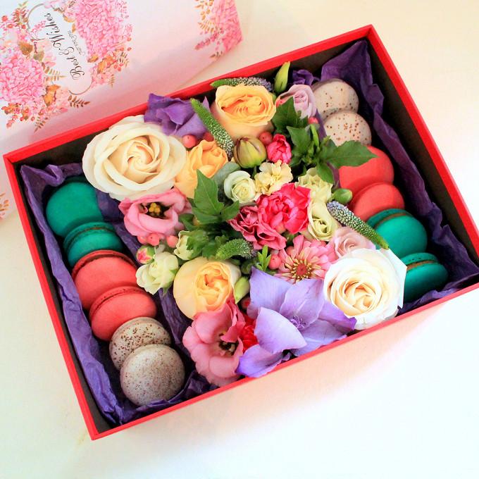 Большой цветочный набор с пирожными Macaron