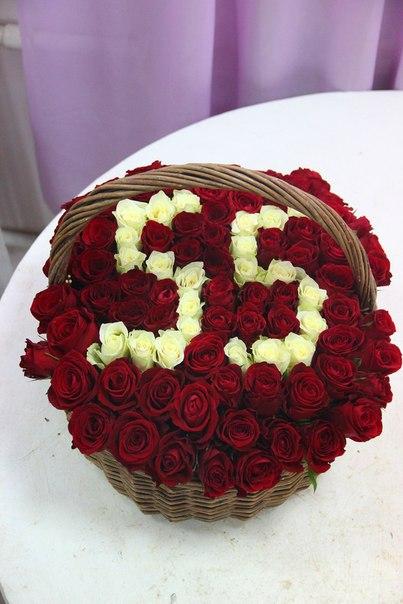 Роза (белый) — 35 шт., Роза (красный) — 46 шт., Корзина (прочее, большой) — 1 шт., Пиафлор — 2 шт.